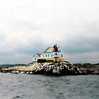 Little Lighthouse on the rocks by globeboater