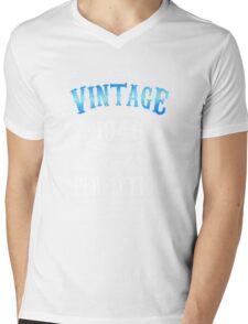 70th birthday gift for men Vintage 1946 aged to perfection 70 birthday Mens V-Neck T-Shirt