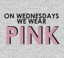 On Wednesdays We Wear Pink - [Pink Text] Mean Girls Quote T-shirt by Hrern1313