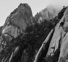 Heights of Huangshan, China by Cherrybom