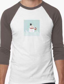 Christmas winter snowman. Cute snowman in christmas snowy nature. Men's Baseball ¾ T-Shirt