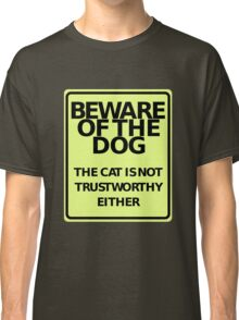 """""""BEWARE OF THE DOG - The Cat is Not Trustworthy Either"""" Funny Sign Classic T-Shirt"""