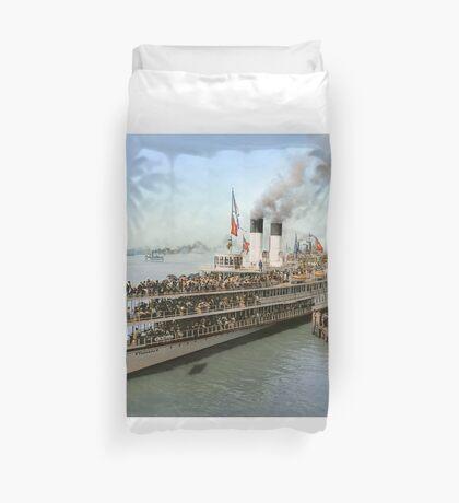 Sidewheeler Tashmoo leaving wharf in Detroit, ca 1901 Colorized Duvet Cover