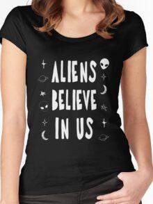 Aliens Believe In Us Women's Fitted Scoop T-Shirt