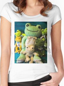 pickles frog family Women's Fitted Scoop T-Shirt