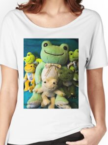 pickles frog family Women's Relaxed Fit T-Shirt