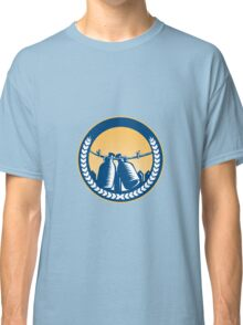 Growler Hanging Clothesline Fence Circle Woodcut Classic T-Shirt