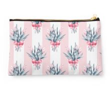 Pattern with bouquets Studio Pouch