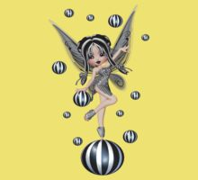 Enchanting Fae .. the black bubble fairy Kids Tee