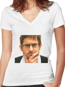 theroux Women's Fitted V-Neck T-Shirt