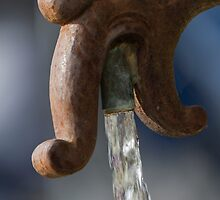 water gushing from the fountain by spetenfia