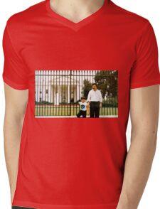 Pablo Escobar y su hijo Mens V-Neck T-Shirt