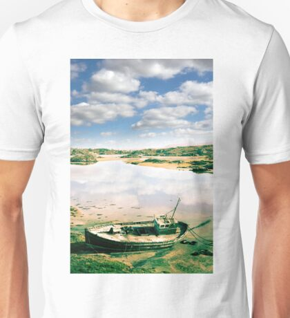 old abandoned beached fishing boat on Donegal beach Unisex T-Shirt