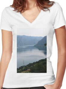 lake scape Women's Fitted V-Neck T-Shirt
