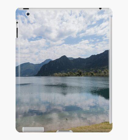 lake scape iPad Case/Skin