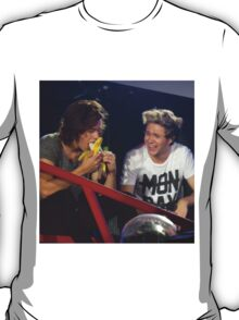 Harry enjoys a banana while Niall enjoys watching Harry eat said banana. T-Shirt