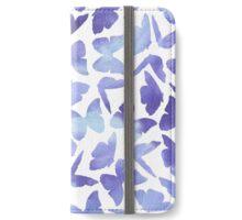 Modernes Muster mit violetten Schmetterlingen iPhone Wallet/Case/Skin