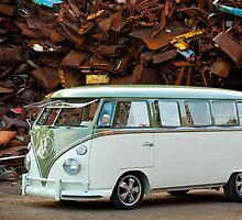 VW Bus Deluxe 1966 by Paul Peeters