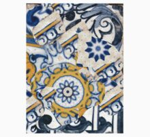 Tiles white, blue and yellow - by Ana Canas Kids Tee