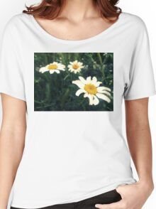 wild daisies on a green field Women's Relaxed Fit T-Shirt