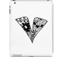 "Hipster Letter ""V"" Zentangle iPad Case/Skin"