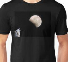 Wolf howling ~ Lunar Eclipse Unisex T-Shirt