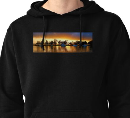 .Marmong Point Waterscape Sunrise. Pullover Hoodie