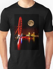 London Eye in red & Parliament by night T-Shirt