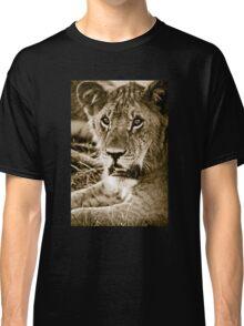Lioness in Masai Mara, Kenia Classic T-Shirt