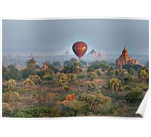 Ballons ride over temples of Bagan Poster