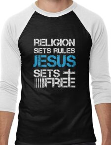 Jesus Sets Free - Religion Sets Rules - Christian T Shirt Men's Baseball ¾ T-Shirt