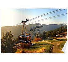 Grouse Mountain Gondel über Vancouver in der Abendsonne Poster