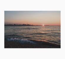Slo-Mo Wave - Torontos Skyline from the Beach Kids Tee