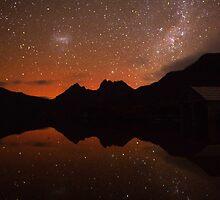 Aurora over Cradle Mountain by tinnieopener