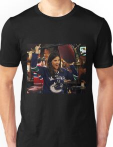 robin scherbatsky throwing chair Unisex T-Shirt