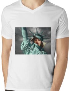 Mia Wallace Statue of Liberty Mens V-Neck T-Shirt