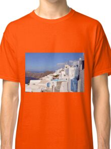 28 September 2016 View of white buildings in Santorini, Greece Classic T-Shirt