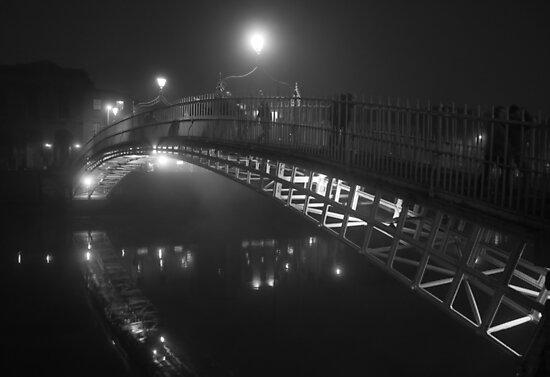 Ha'penny bridge on a foggy night by alenak