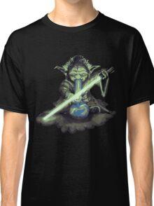 """Yoda - """"Lightsabor Bong"""" Classic T-Shirt"""