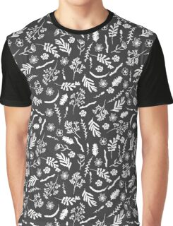 Pattern with wildflowers, moss and berries Graphic T-Shirt