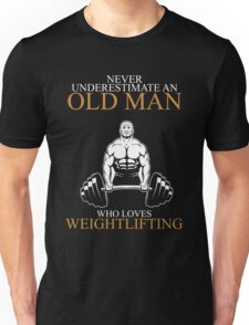 Never Underestimate An Old Man Weightlifting Gift For Daddy Or Husband Unisex T-Shirt