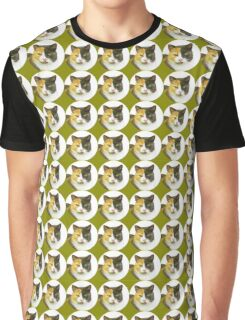 The cat Queen - in green  Graphic T-Shirt