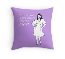 Curvy beauty: lovely lilac Throw Pillow