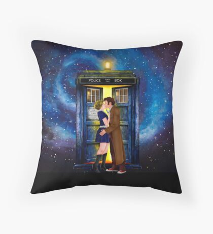 The last kiss from the Doctor Throw Pillow