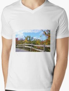 WEATHERED SPLIT RAIL FENCE & FALL COLORS Mens V-Neck T-Shirt