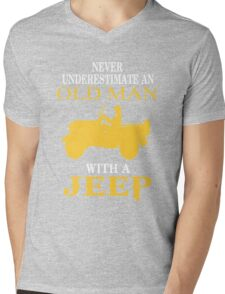 Never underestimate an old man with a jeep T-shirt Mens V-Neck T-Shirt