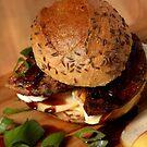 Milzwurst-Burger mit Balsamico-Zwiebeln by SmoothBreeze7