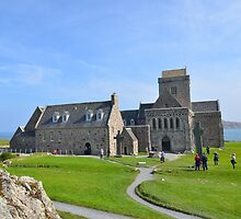 Iona Abbey by Pete Johnston