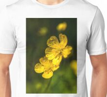 gelbe blüten nach dem regen Unisex T-Shirt