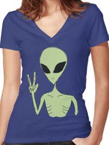 peace alien Women's Fitted V-Neck T-Shirt
